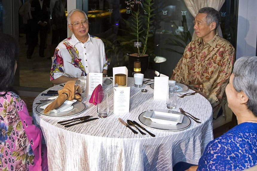 Prime Minister Lee Hsien Loong and his wife Ho Ching hosted Malaysian Prime Minister Najib Razak and his wife Rosmah Mansor to a private dinner on Monday night at Sentosa Cove. Datuk Seri Najib is in Singapore for a two-day retreat with PM Lee. -- PH