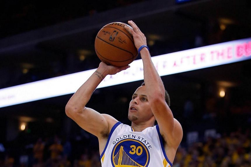Stephen Curry of the Golden State Warriors shoots the ball during their game against the Memphis Grizzlies during Game One of the Western Conference Semifinals during the NBA Playoffs on Sunday at Oracle Arena in Oakland, California. -- PHOTO: AFP