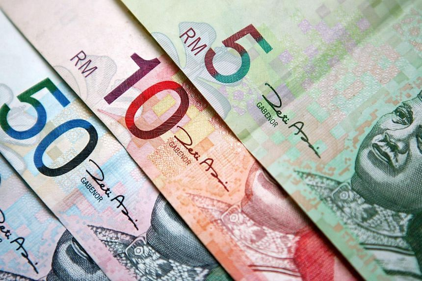 Malaysia's ringgit slumped the most since December as oil prices fell for a third day and data showing strength in the US economy boosted demand for the dollar. -- PHOTO: BLOOMBERG