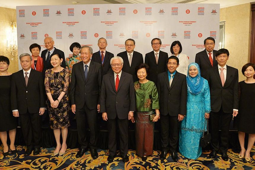President Tony Tan Keng Yam (centre) and his wife Mary (front row, fifth from right), together with Defence Minister Ng Eng Hen (fourth from left) and other award recipients at the inaugural Defence Technology Community (DTC) Pioneers' Dinner at the