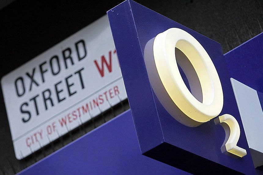A O2 mobile phone store on Oxford Street in London in 2005. Hutchison Whampoa said investors have agreed to pay up to £2.8 billion (S$5.74 billion) for stakes in its merged British mobile phone giants - 02 and Three. -- PHOTO: AFP