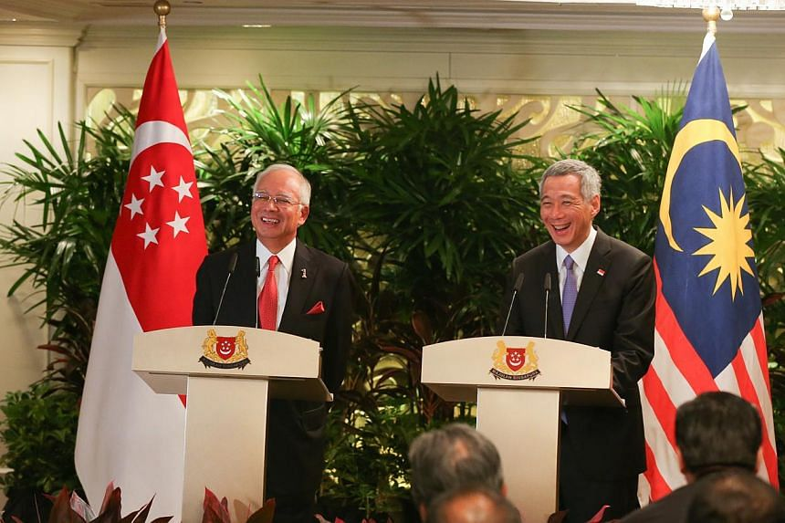 Malaysian PM Najib Razak (left) and Prime Minister Lee Hsien Loong speaking to the media at their annual leaders' retreat at Shangri-La Hotel on May 5, 2015. -- ST PHOTO: ONG WEE JIN