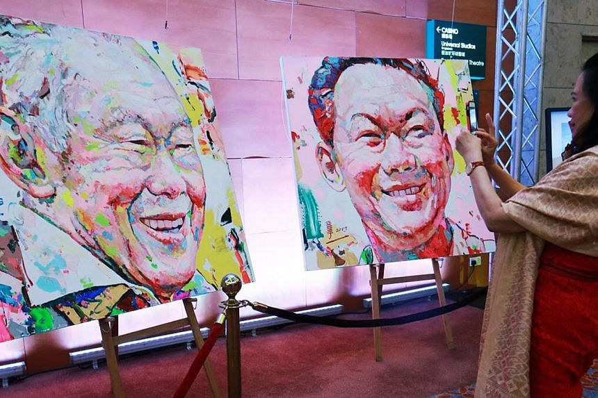 An oil painting of the late Mr Lee Kuan Yew was auctioned for half a million dollars at the Love from the Stars gala on Sunday. -- PHOTO:ZAOBAO