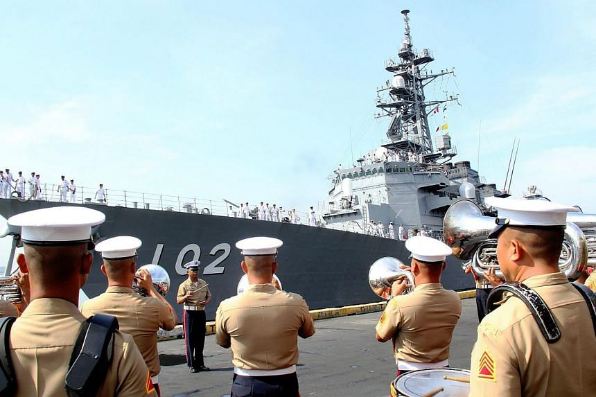 A handout picture released by the Philippine Navy Public Affairs Office shows the arrival of the Japanese navy (back) at Manila South harbor, Philippines on May 9, 2015. -- PHOTO: EPA