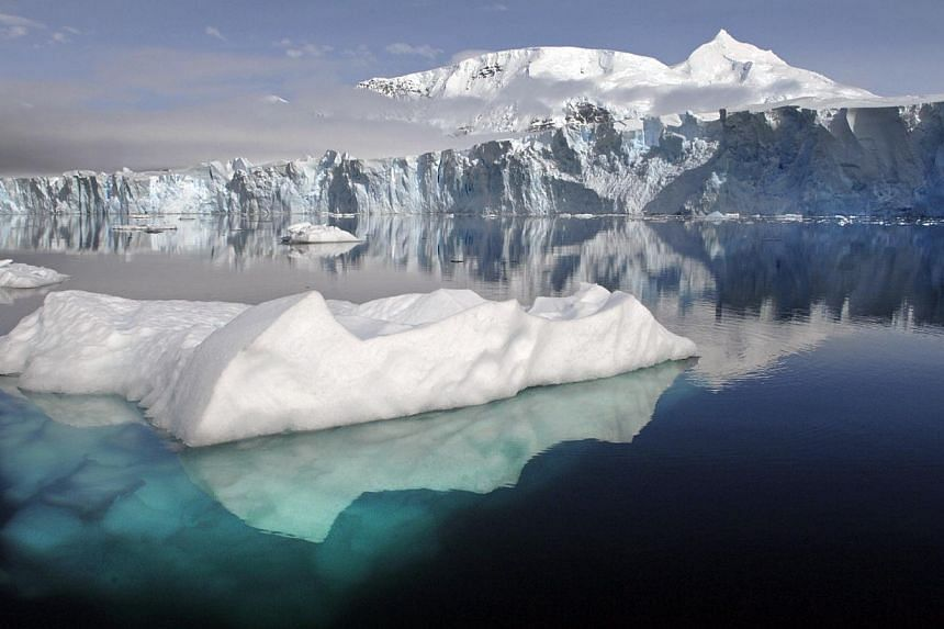 Growing sea ice surrounding Antarctica could prompt scientists to consider relocating research stations on the continent, according to the operations manager of the Australian Antarctic Division. -- PHOTO:BRITISH ANTARTIC SURVEY