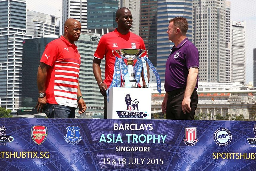 Former EPL players (from left) Ian Wright, Mamady Sidibe and Graham Stuart with the 2015 Barclays Asia Trophy at the floating platform on May 12, 2015. -- PHOTO: THE NEW PAPER