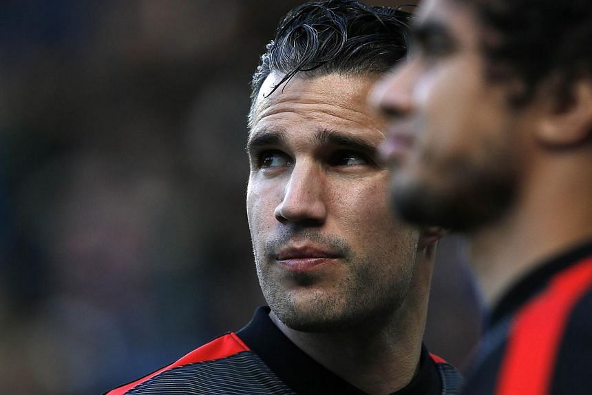 Manchester United's Dutch striker Robin van Persie warming up before the English Premier League football match between Chelsea and Manchester United on April 18, 2015. -- PHOTO: AFP
