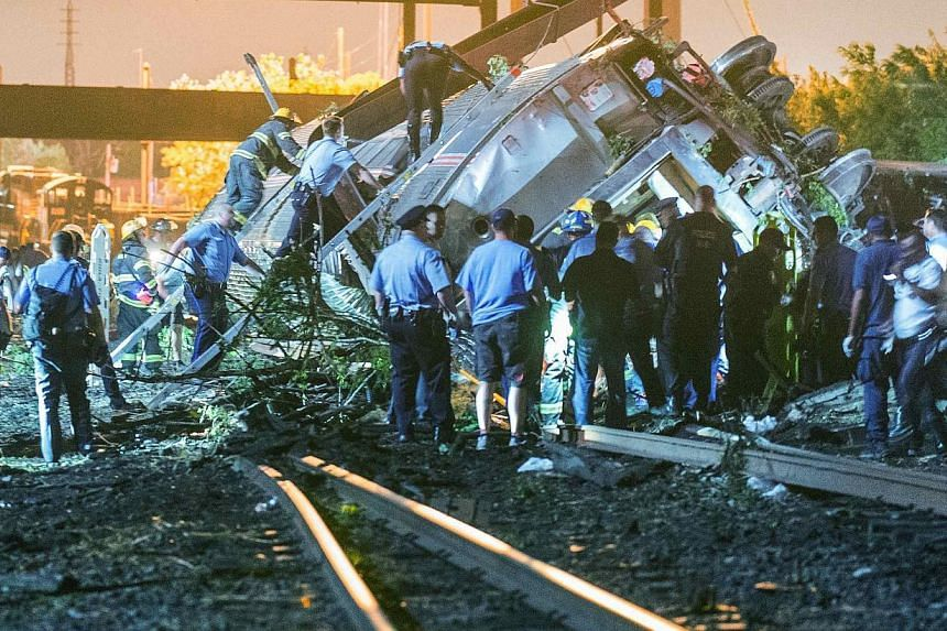 Emergency responders search for passengers following an Amtrak train derailment in the Frankfort section of Philadelphia, Pennsylvania, May 12, 2015.Search teams have recovered the black box from an Amtrak train that derailed in Philadelphia an