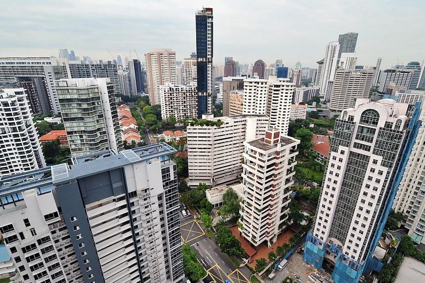 Rents of private condominiums and apartments remained flat last month but fewer units were leased out, according to flash estimates released by SRX Property on Wednedsay. -- ST PHOTO: ALPHONSUS CHERN