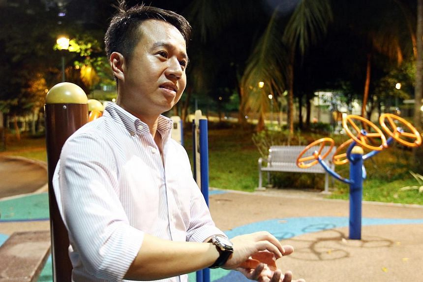 Mr Sean Lee waited for close to three hours to return $10,000 to Mr Cui. -- PHOTO: WAN BAO FILE