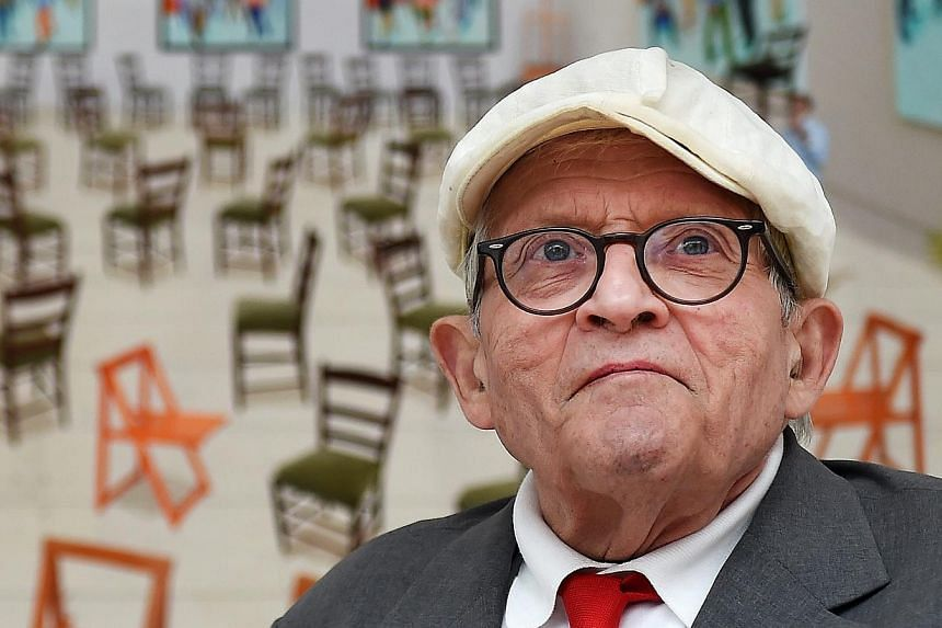 British artist David Hockney at the exhibition of his new works at the Annely Juda Fine Art gallery in London on May 14, 2015. -- PHOTO: EPA