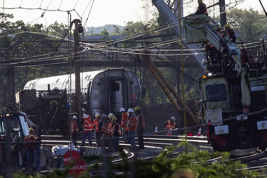 Track workers and officials work at the site of a derailed Amtrak train in Philadelphia, Pennsylvania, May 14, 2015. -- PHOTO: REUTERS
