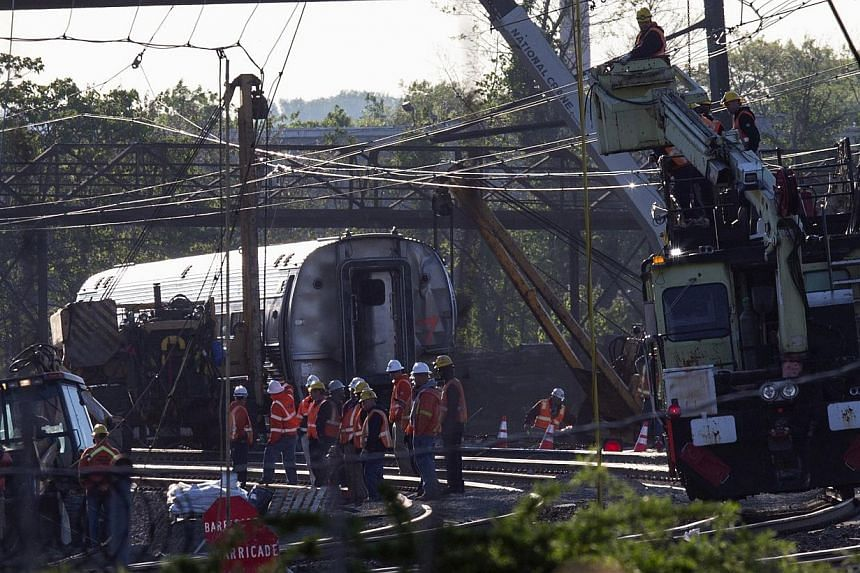 Track workers and officials working at the site of a derailed Amtrak train in Philadelphia, Pennsylvania, on May 14, 2015. -- PHOTO: REUTERS