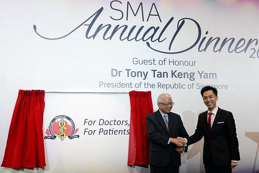 Singapore Medical Association ( SMA ) President Dr Wong Tien Hua (right) and Dr Tony Tan at the Singapore Medical Association's 56th anniversary dinner. -- ST PHOTO: DESMOND FOO