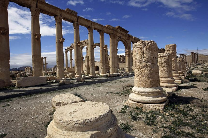 Nearly 300 people have been killed in several days of fighting since the Islamic State in Iraq and Syria (ISIS) group launched an attack against Syria's ancient city of Palmyra, a monitor said on Sunday, May 17, 2015. -- PHOTO: AFP