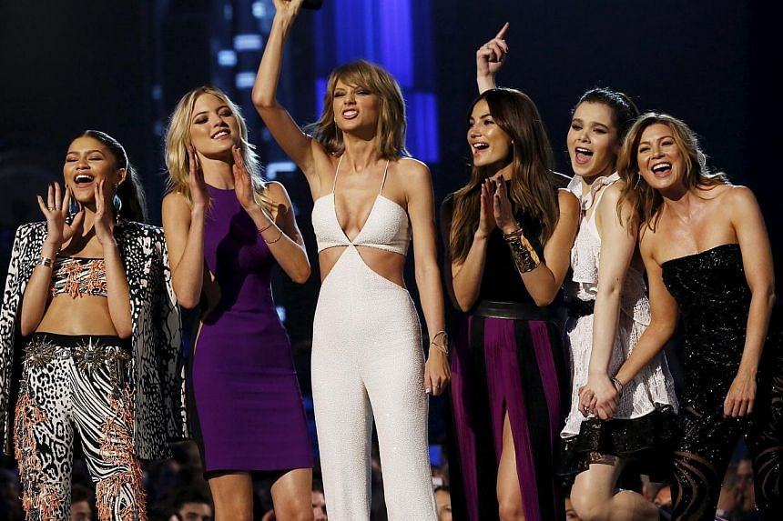 Singer Taylor Swift (third from left) with the stars who appeared in her new music video Bad Blood - (from left) Zendaya, Martha Hunt, Lily Aldridge, Hailee Steinfeld and Ellen Pompeo - at the 2015 Billboard Music Awards in Las Vegas on May 17. -- PH