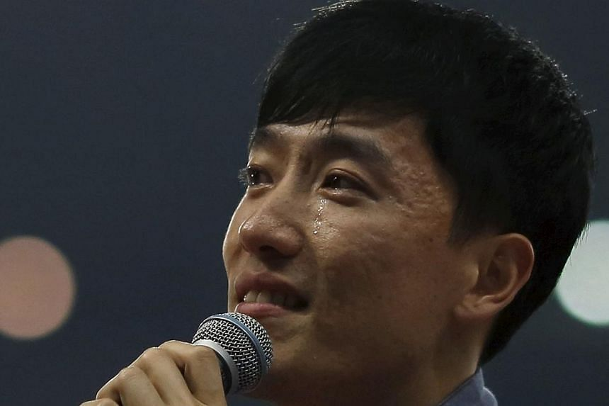 Liu Xiang tears during his retirement ceremony in Shanghai on Sunday. China offered an emotional farewell to its newly-retired sports hero Liu, the 2004 Olympic sprint hurdles champion, at the Diamond League meeting. -- PHOTO: REUTERS