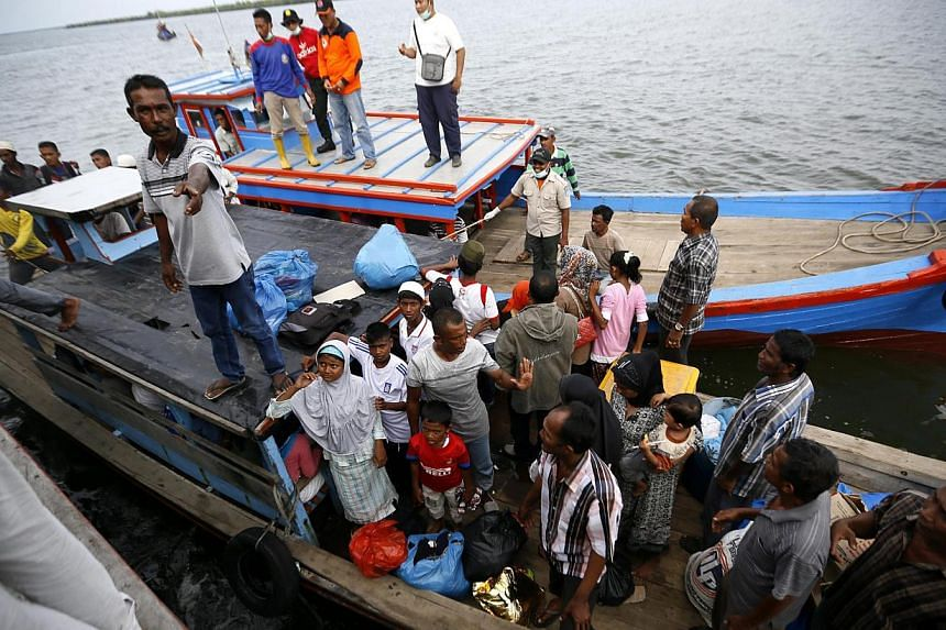 Myanmar and Bangladeshi Rohingya migrants arriving in a boat in Kuala Langsa, East Aceh, Indonesia, on May 15, 2015. -- PHOTO: EPA