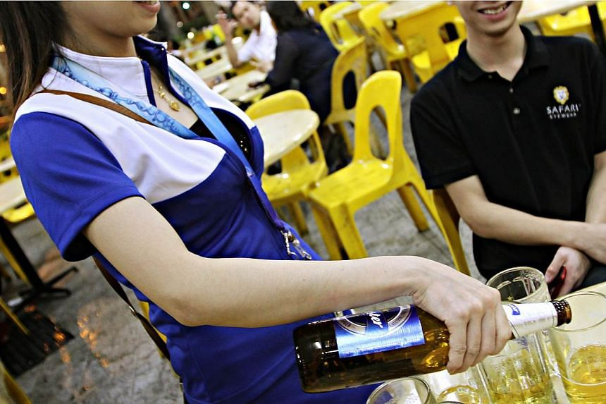 Beer Promoters Can No Longer Work At Hawker Centres Singapore News