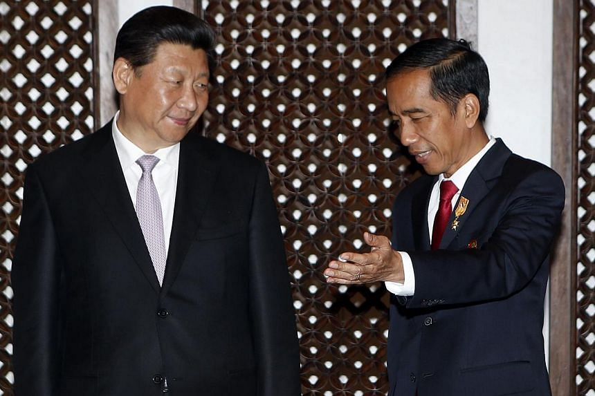 Indonesian President Joko Widodo (right) and China's President Xi Jinping at a bilateral meeting on the sidelines of the Asian Africa Conference in Jakarta on April 22, 2015. -- PHOTO: AFP