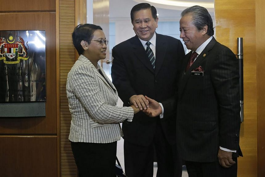 Ministers of Foreign Affairs of Indonesia, Ms Retno Marsudi (left); Malaysia, Datuk Seri Anifah Aman (right), and Thailand, Mr Tanasak Patimapragorn (centre) in Putrajaya, Malaysia, on May 20, 2015. -- PHOTO: EPA