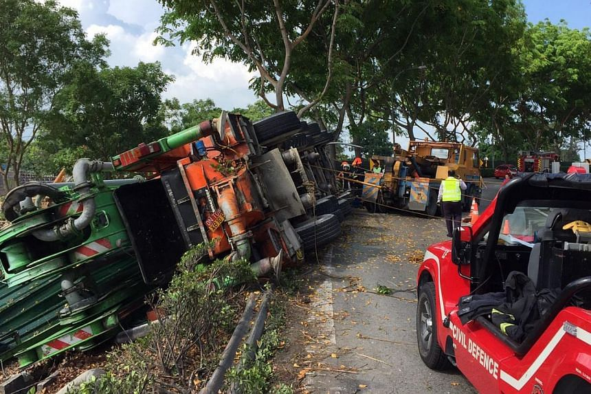 The Pan-Island Expressway (PIE) exit on East Coast Parkway (ECP) was closed on Wednesday morning due to an accident on the highway towards the city. -- ST PHOTO: NEO XIAOBIN