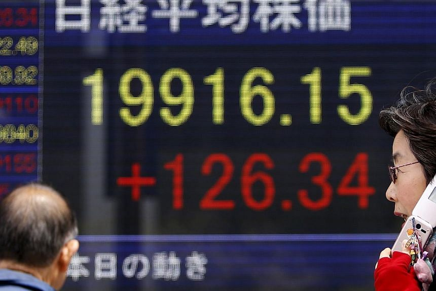 Asian stocks advanced for the first time in three days as investors weighed the minutes of the Federal Reserve's last meeting and awaited China manufacturing data. -- PHOTO: REUTERS