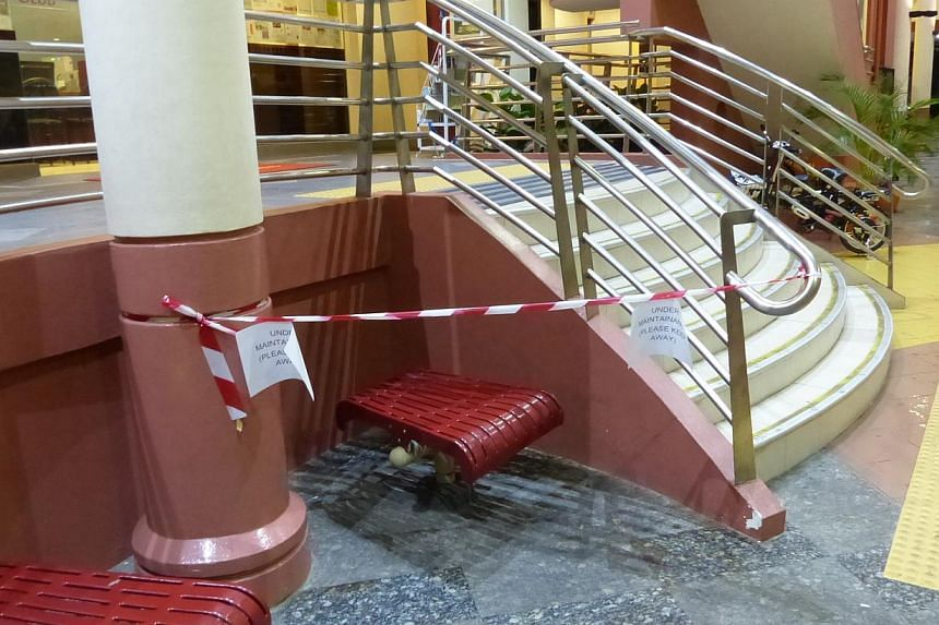 The bench at Jurong Spring Community Club, part of which the Singapore Civil Defence Force had to saw off to free a woman who got stuck after she got trapped under it. -- PHOTO: LIANHE WANBAO