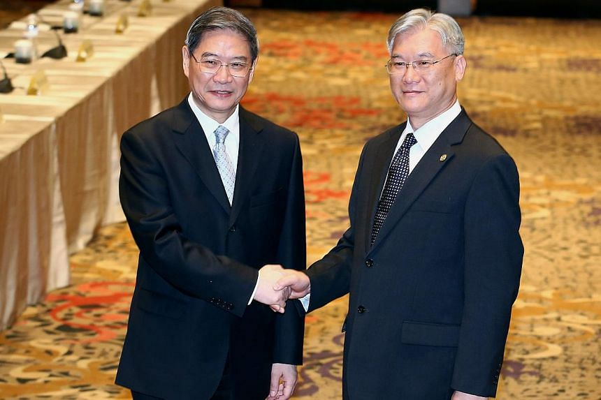 China's top Taiwan affairs official Zhang Zhijun (left) met for talks with his Taiwanese counterpart Andrew Hsia on Saturday. -- PHOTO: EPA