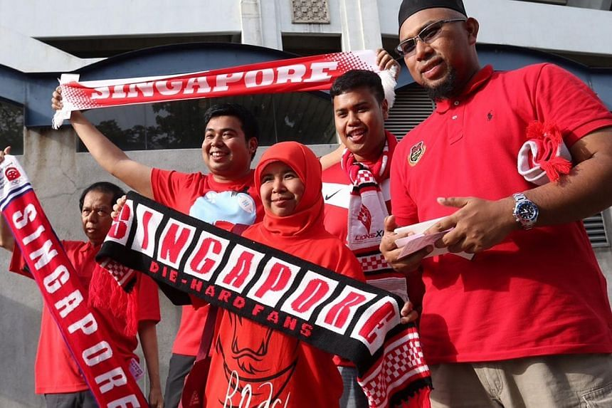Lions XII fans arriving for the Malaysia FA Cup final 2015 between Kelantan and LionsXII, at the Bukit Jalil National Stadium on May 23, 2015. -- ST PHOTO: NEO XIAOBIN