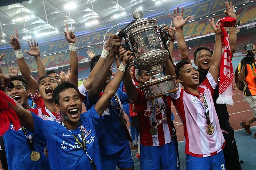 The LionsXII team celebrating with the Malaysian FA Cup. -- ST PHOTO: NEO XIAOBIN