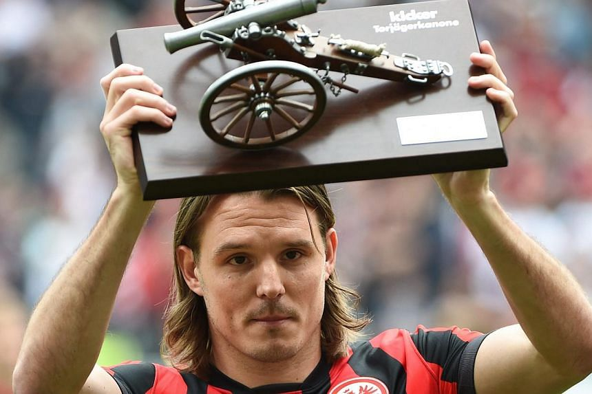 Frankfurt's Alexander Meier holds Kicker magazine's top scorer's trophy after the Budesliga match between Eintracht Frankfurt and Bayer Leverkusen on May 23 2015. -- PHOTO: EPA