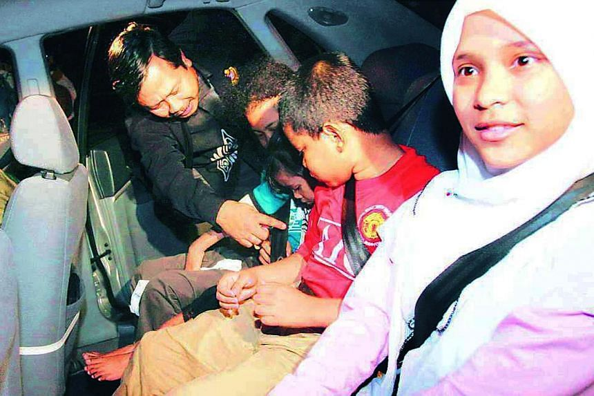 Malaysia's transport ministry has said it will soon crack down on backseat passengers who do not belt up. -- PHOTO: CHINA PRESS