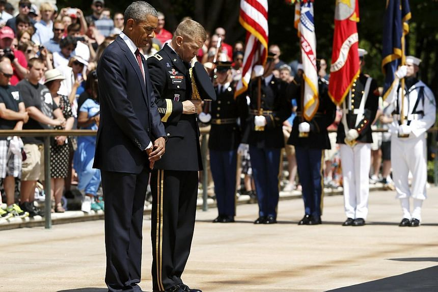 U.S. President Barack Obama (left) and U.S. Army Military District of Washington Commanding General Jeffrey Buchanan participate in the wreath-laying ceremony at the Tomb of the Unknown Soldier as part of the Memorial Day observance at Arlington Nati
