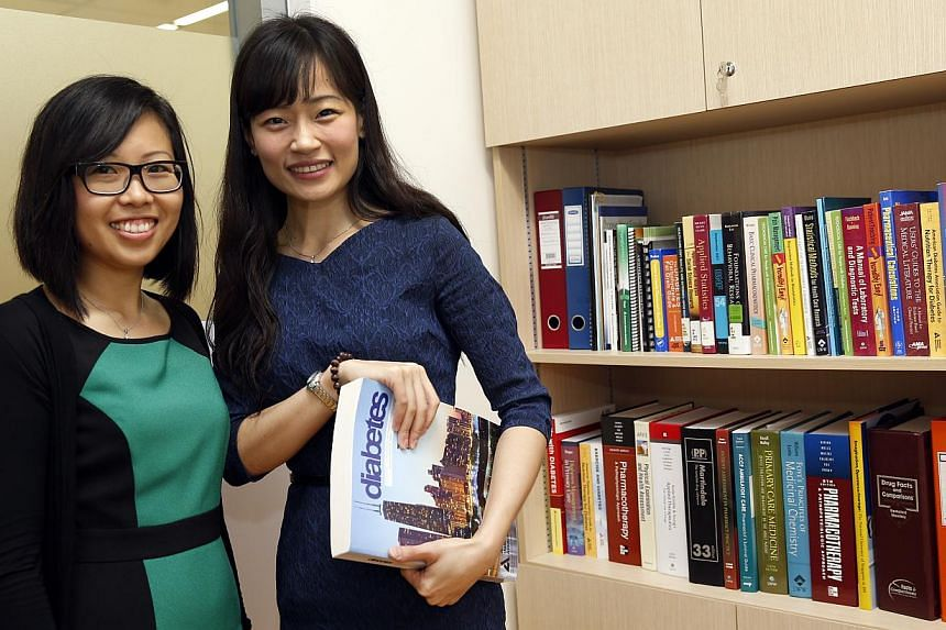 A team of experts, led by Associate Professor Joyce Lee (right) and graduate student Ms Melanie Siaw, has found that fasting during Ramadan can help to improve blood sugar levels for those with type 2 diabetes. -- ST PHOTO: CHEW SENG KIM