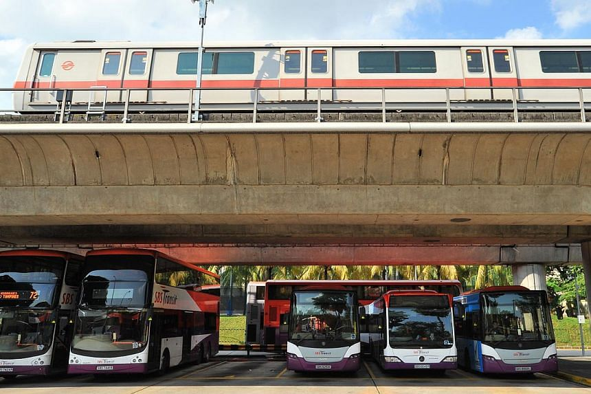 Operating hours of SMRT train services - North-South Line, East-West Line, Circle Line and the Bukit Panjang LRT - will be extended on Sunday (May 31), the eve of Vesak Day. -- PHOTO:LIM YAOHUI FOR THE STRAITS TIMES