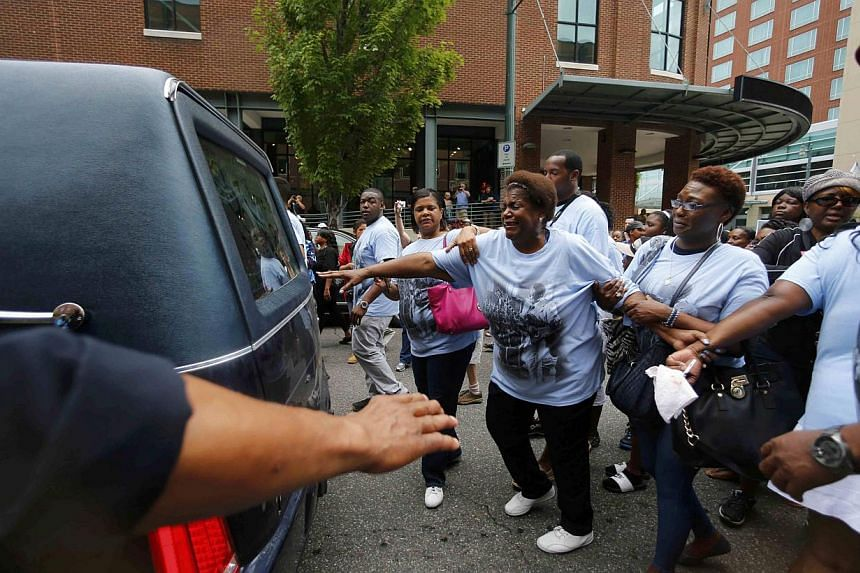 Family members mourning behind the hearse carrying the remains of the late B.B. King during a procession down Beale Street in Memphis, Tennessee on May 27, 2015. -- PHOTO: REUTERS