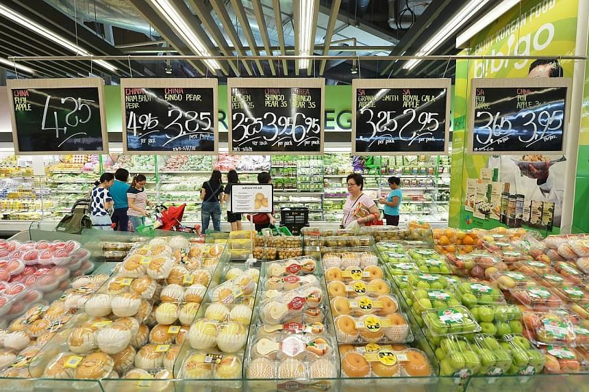 This initiative will start off at NTUC FairPrice's seven hypermarkets before eventually being rolled out to its other supermarkets. -- ST PHOTO: ALPHONSUS CHERN