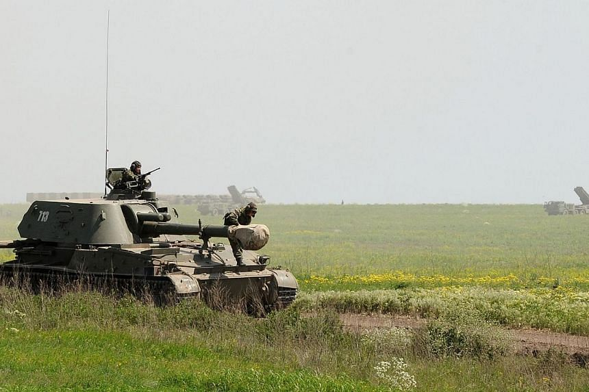 A picture taken on May 25, 2015, shows Russian military vehicles at the Kuzminsky training ground in the Rostov region, some 50km from the Russian-Ukrainian border. -- PHOTO: AFP
