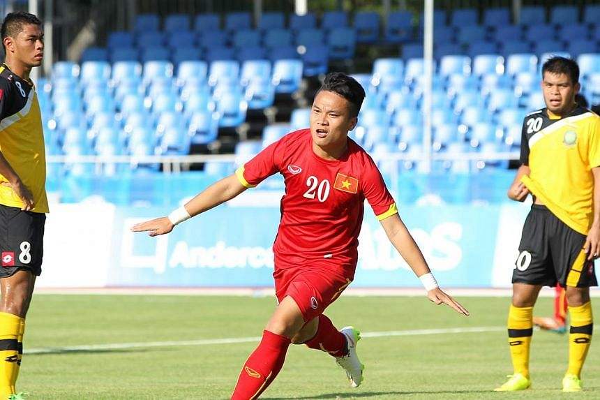 Vietnam's Tran Phi Son celebrates scoring his team's second goal in their Group B opener against Brunei at Bishan Stadium on May 29, 2015. -- PHOTO: REUTERS