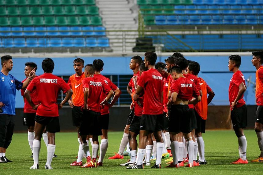 Singapore U-23 coach Aide Iskandar (in blue) with his charges, training at Jalan Besar Stadium on May 20, 2015. All tickets for the Young Lions' first match this SEA Games, against the Philippines at Jalan Besar Stadium, have been sold out. -- PHOTO: