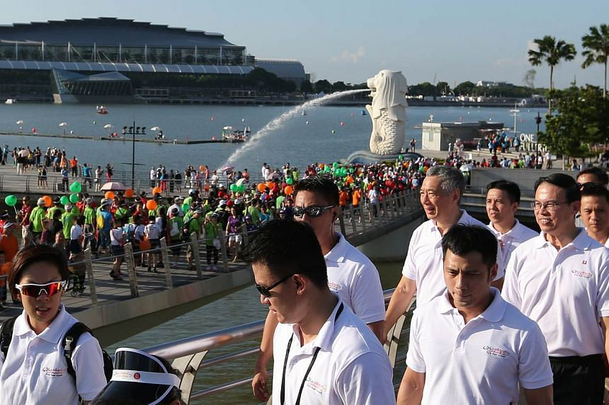 Prime Minister Lee Hsien Loong, who was the guest-of-honour at the CDCs' Celebrating Communities' event, joined about 5,000 people in a 2.5km community parade and brisk walk around the Marina Bay area. -- ST PHOTO: ONG WEE JIN