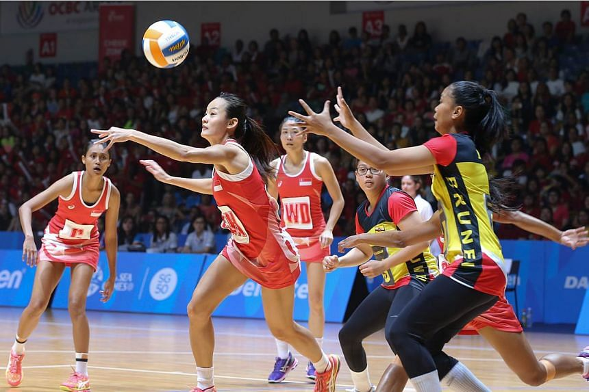 Singapore players passing the ball against Brunei during the first netball match in the 2015 SEA Games, held on Sunday, May 31, 2015. -- ST PHOTO: ONG WEE JIN