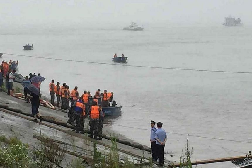 Rescue workers searching the waters after a ship sank at the Jianli section of Yangtze River, Hubei province, on June 2, 2015. -- PHOTO: REUTERS