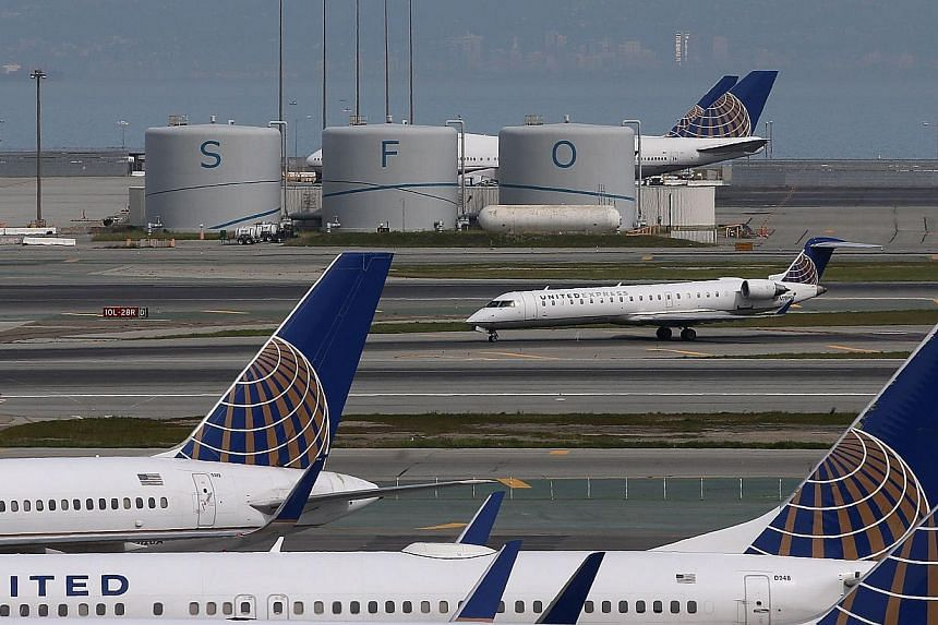 A United Airlines plane taxis on the runway at San Francisco International Airport on March 13, 2015 in San Francisco, California. United Airlines temporarily halted all takeoffs in the United States on June 2, 2015 because of automation issues. -- P