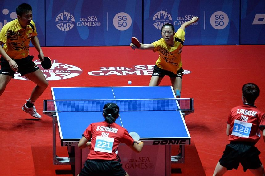Singapore's Yang Zi and Yu Mengyu in action against their Thai opponents Sythasini Sawettabut and Padasak Tanviriyavechakul at the 28th SEA Games mixed doubles final on Jun 3, 2015. -- ST PHOTO: DESMOND FOO