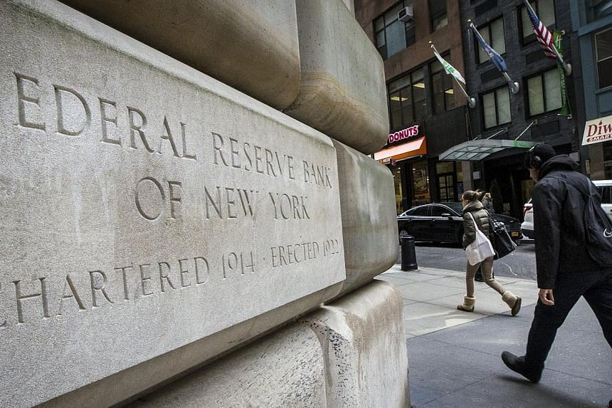 The U.S. economy expanded in the past two months, even as manufacturers in some regions took a hit from a stronger dollar and a slowdown in energy-related investment, a Federal Reserve report showed. -- PHOTO:REUTERS