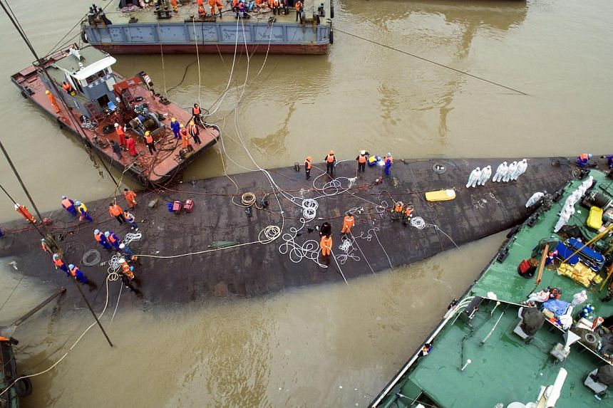 An aerial view shows rescue workers standing on the sunken cruise ship Eastern Star in Jianli, Hubei province, China on June 4, 2015. Rescue officials on Thursday began the operation to right the vessel. -- PHOTO: REUTERS