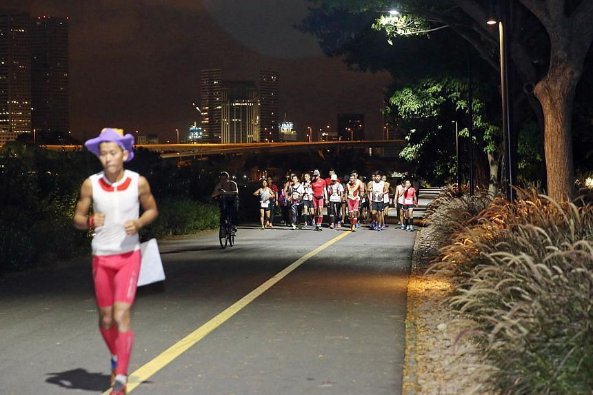 Pacer Gerrard Lin (left), at Gardens by the Bay (Bay East) leading the last leg of the run. -- ST PHOTO: SEAH KWANG PENG