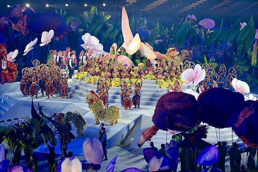 The 28th SEA Games Opening Ceremony, a two-hour extravaganza that involved some 5,000 performers and volunteers, held at the National Stadium on June 5, 2015. -- ST PHOTO: DESMOND FOO